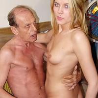 Opa neukt blond ding